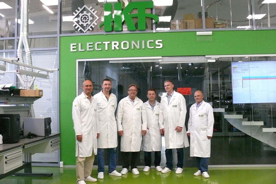 Partner from Germany is inspecting IKT production
